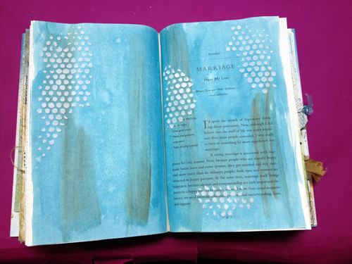 Paint-and-moulding-paste-in-art-journal