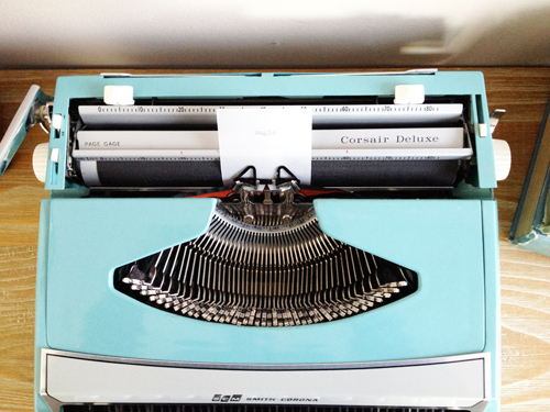 Vintage-typewriter-top-view