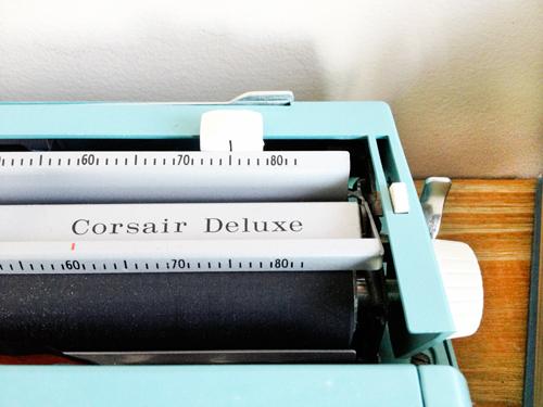 Vintage-typewriter-Corsair-Deluxe